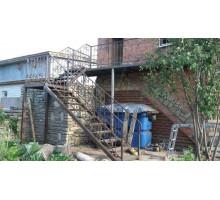 Наружные металлические входные лестницы